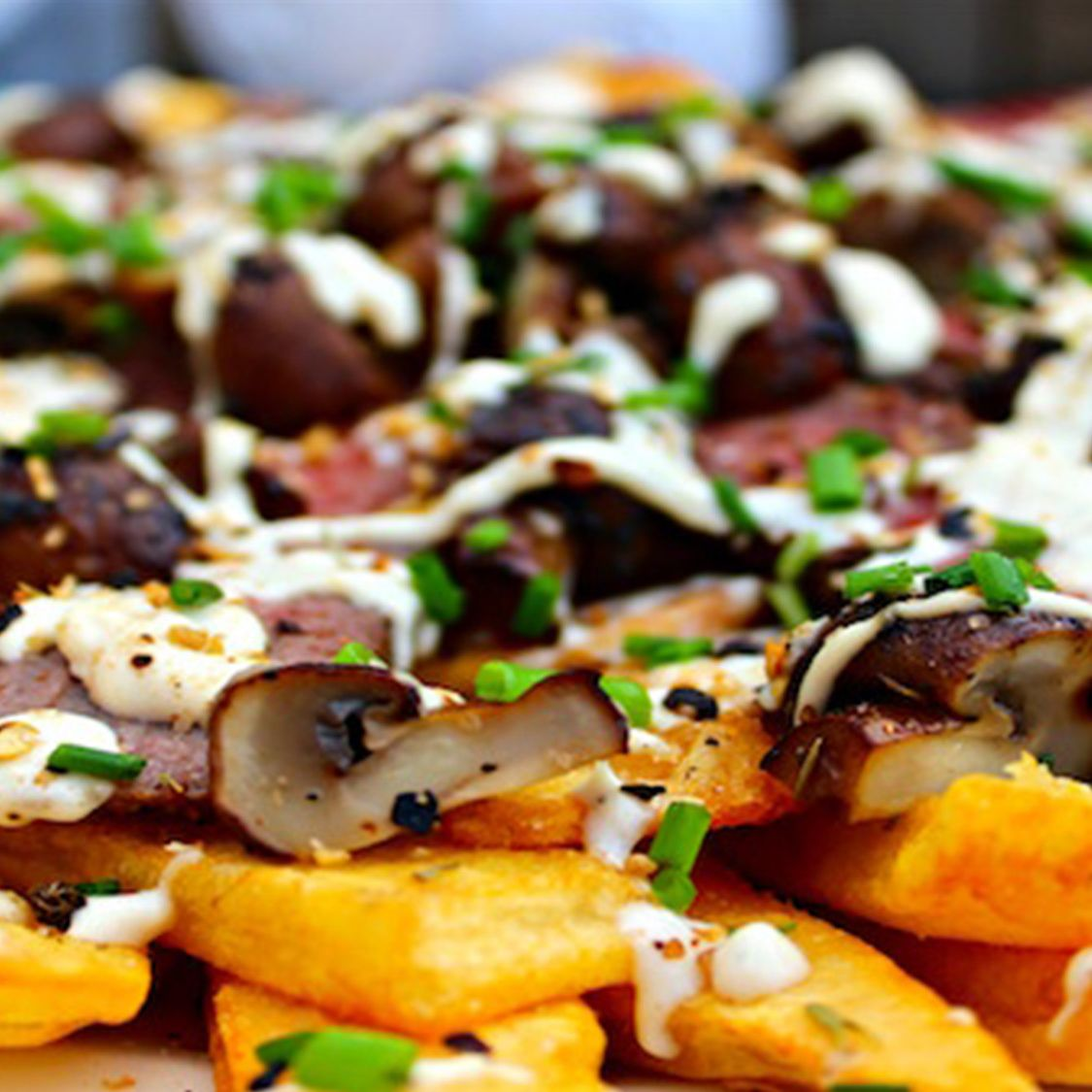 london_broil_loaded_fries_with_mushrooms_and_blue_cheese_sauce.jpg