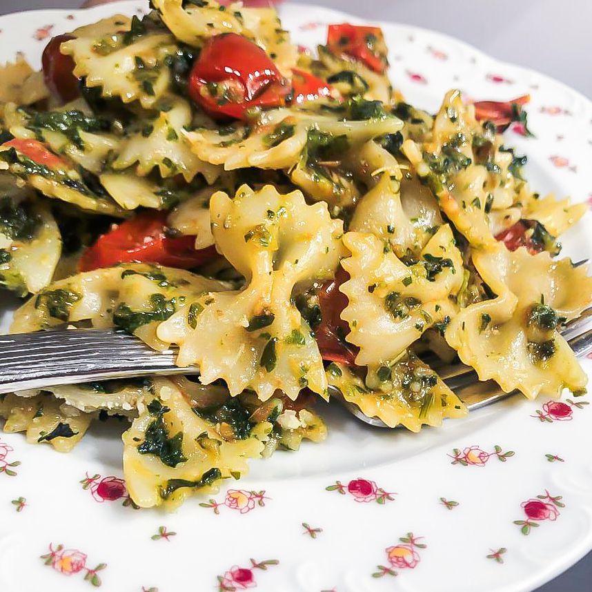 italian_herb_pesto_farfalle_pasta02.jpg