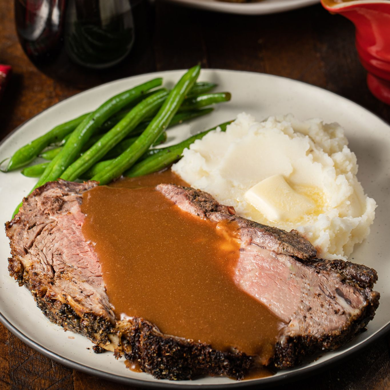 brown_gravy_on_holiday_herbed_prime_rib_4450.jpg