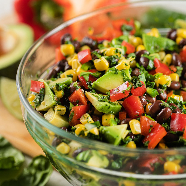 chopped_cilantro_spinach_salad_with_fresh_california_avocado_4810.jpg