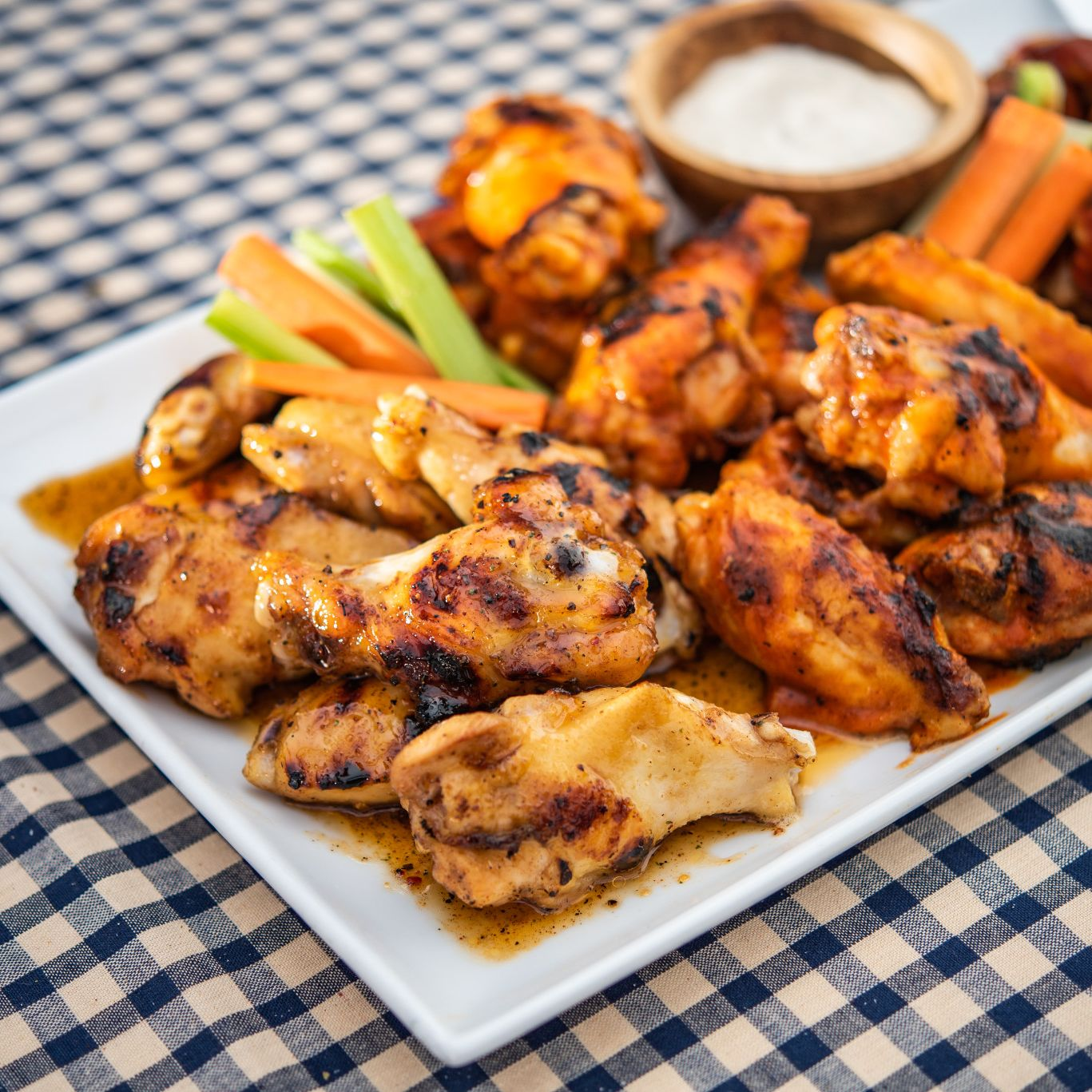 flavor_makers_wings_tailgating01