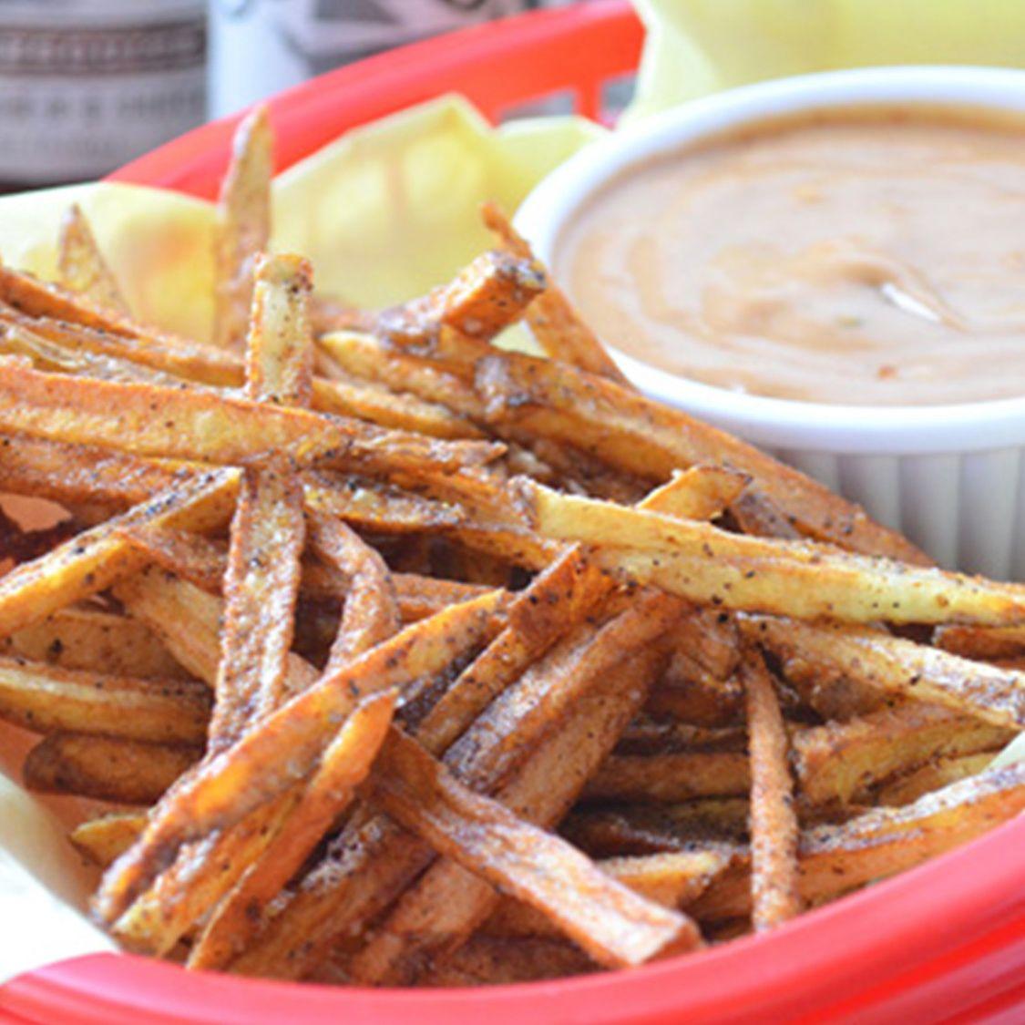 seasoned_shoestring_fries_with_creamy_mesquite_fry_sauce.jpg