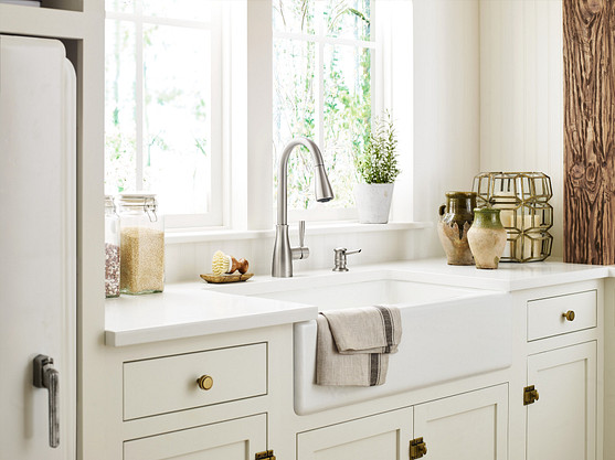 Sinks with varying depths. Roll-out shelves.