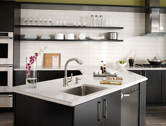 Kitchen with Island and Faucet Roomshot