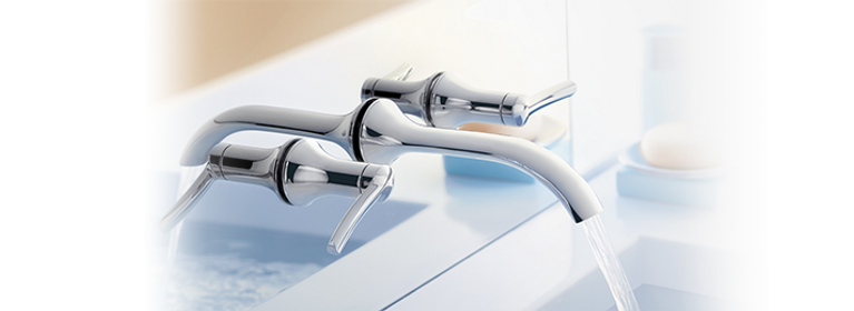Vòi nước phòng tắm gắn tường cổ thấp hai cần gạt bằng crôm Fina