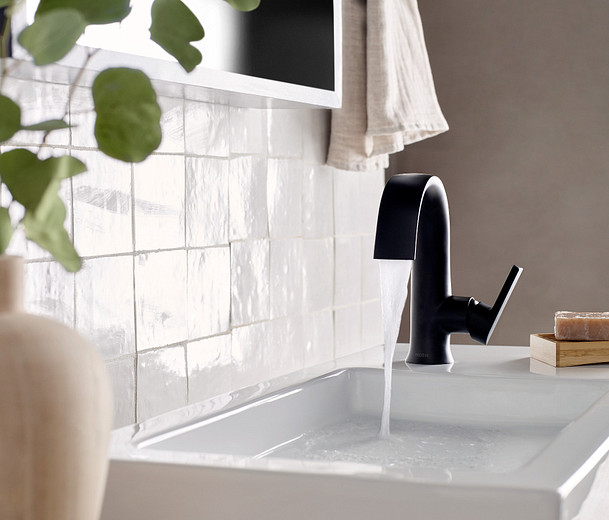8oclock Doux Matte Black One-Handle High Arc Bathroom Faucet S6910BL