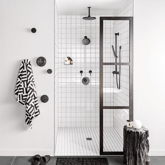 Align Matte Black Vertical Shower