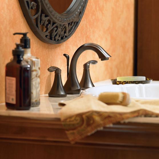 Luxurious Bathroom Mirror Accent