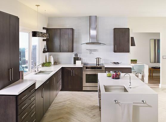 Tilt Chrome One-Handle Low Arc Pullout Kitchen Faucet 7626C