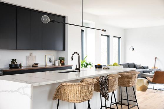Sleek Matte Black One-Handle High Arc Pulldown Kitchen Faucet