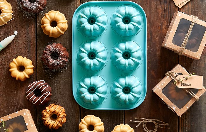 Mini Bundt Cakes by a Mini Fluted Cake Pan
