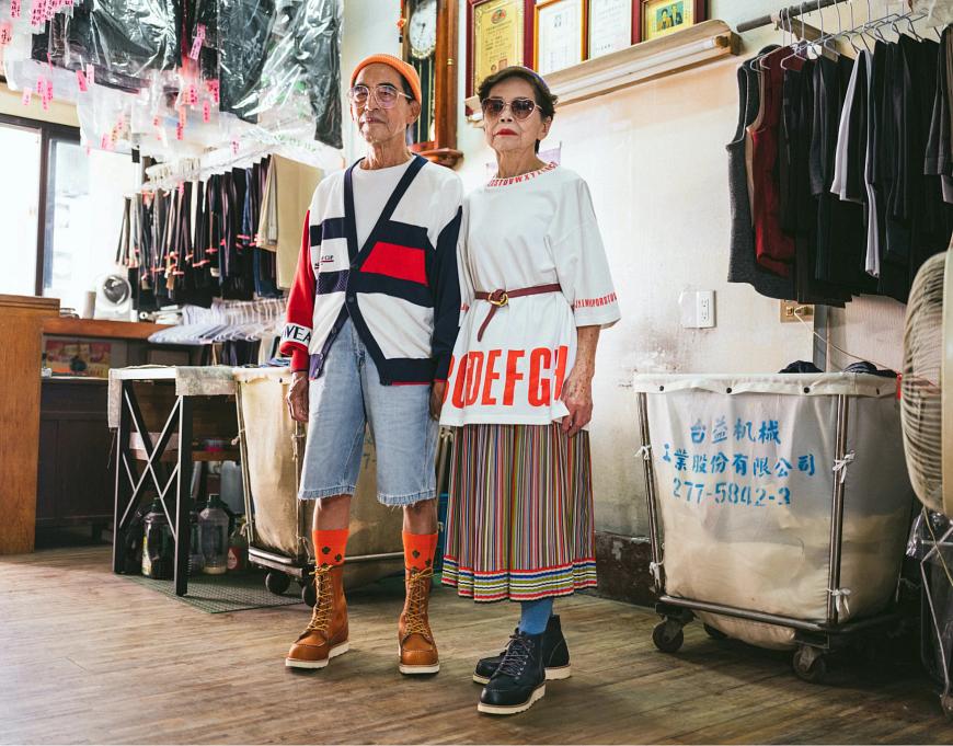 Wan-Ji wears style no. 877, Sho-er wears style no. 3373