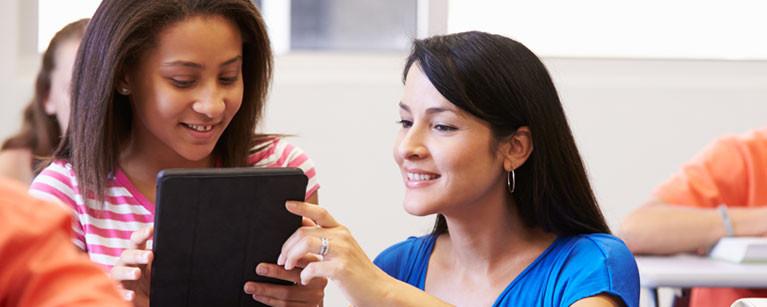 Box-photo-teacher-girl-tablet