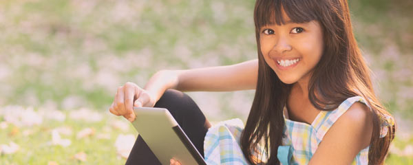 Girl-tablet-outdoors-Box-photo-600x240
