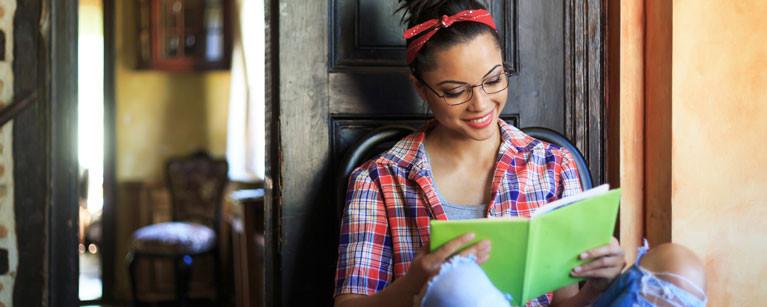 Box-photo-teen-girl-reading