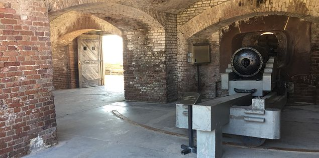 fort sumter charleston cannon