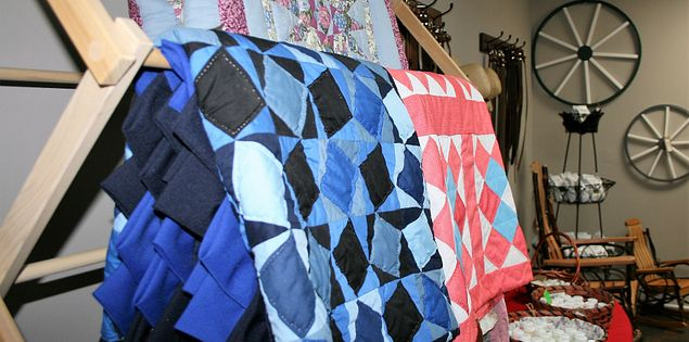 quilts amish store