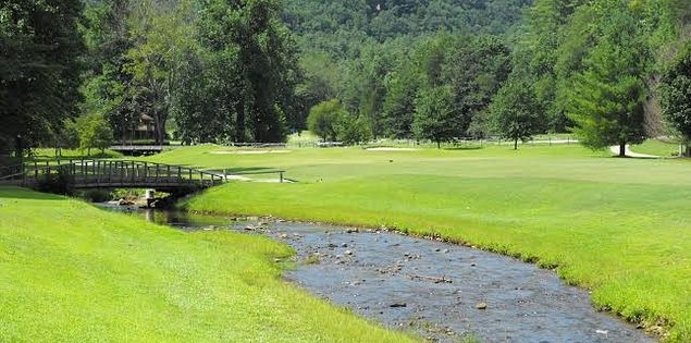 Play golf in South Carolina's mountainous Upstate.