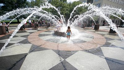 Charleston Offers Families Beautiful Beaches, Wonderful Outdoor Playgrounds and Historic Sites