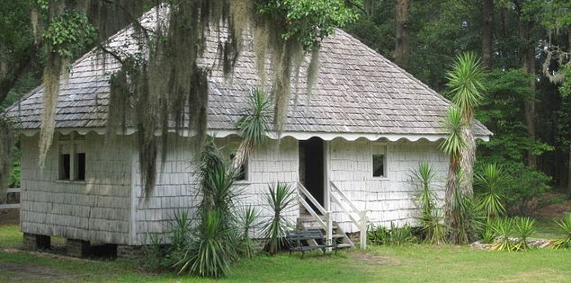 Slave cabin at the Hopsewee Plantation in Georgetown, South Carolina