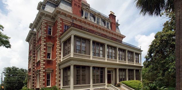 Looking for places to stay in downtown Charleston, SC? The Wentworth Mansion is always a top choice!