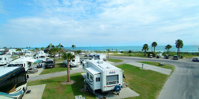 Looking for a campground near the ocean in Myrtle Beach? Look no farther than Ocean Lakes; the largest oceanfront campground in Myrtle Beach.