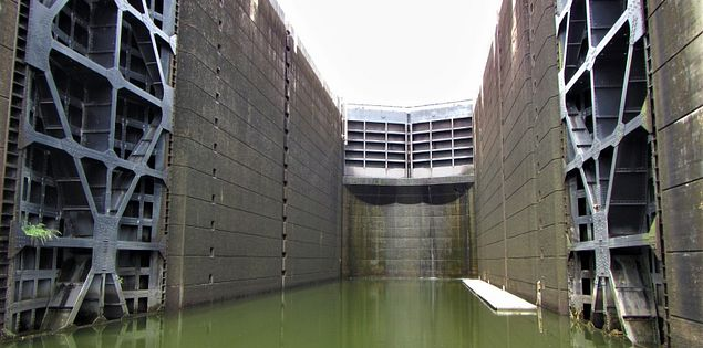 pinopolis lock dam lake moultrie