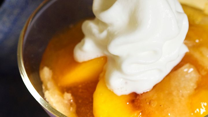 Enjoy a mouthwatering dessert with this peach cobbler recipe!
