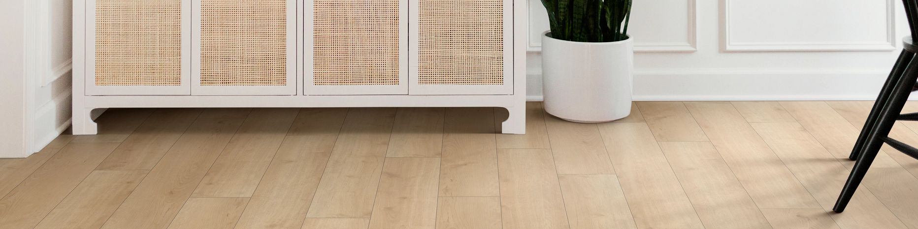 Laminate-Intrigue-02022-Soft-Maple-Foyer-Furniture-2021