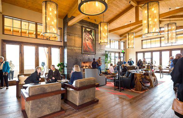 Club Grand Living Room
