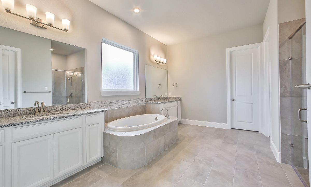 Del Bello Lakes QMI 3406 Plan 6015 Owner Bath
