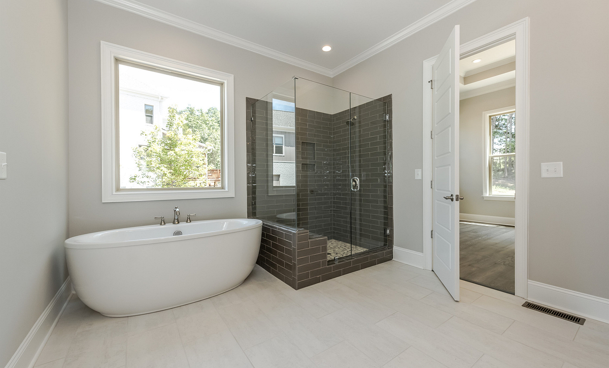 Avalon plan Owner's Bath with standalone tub