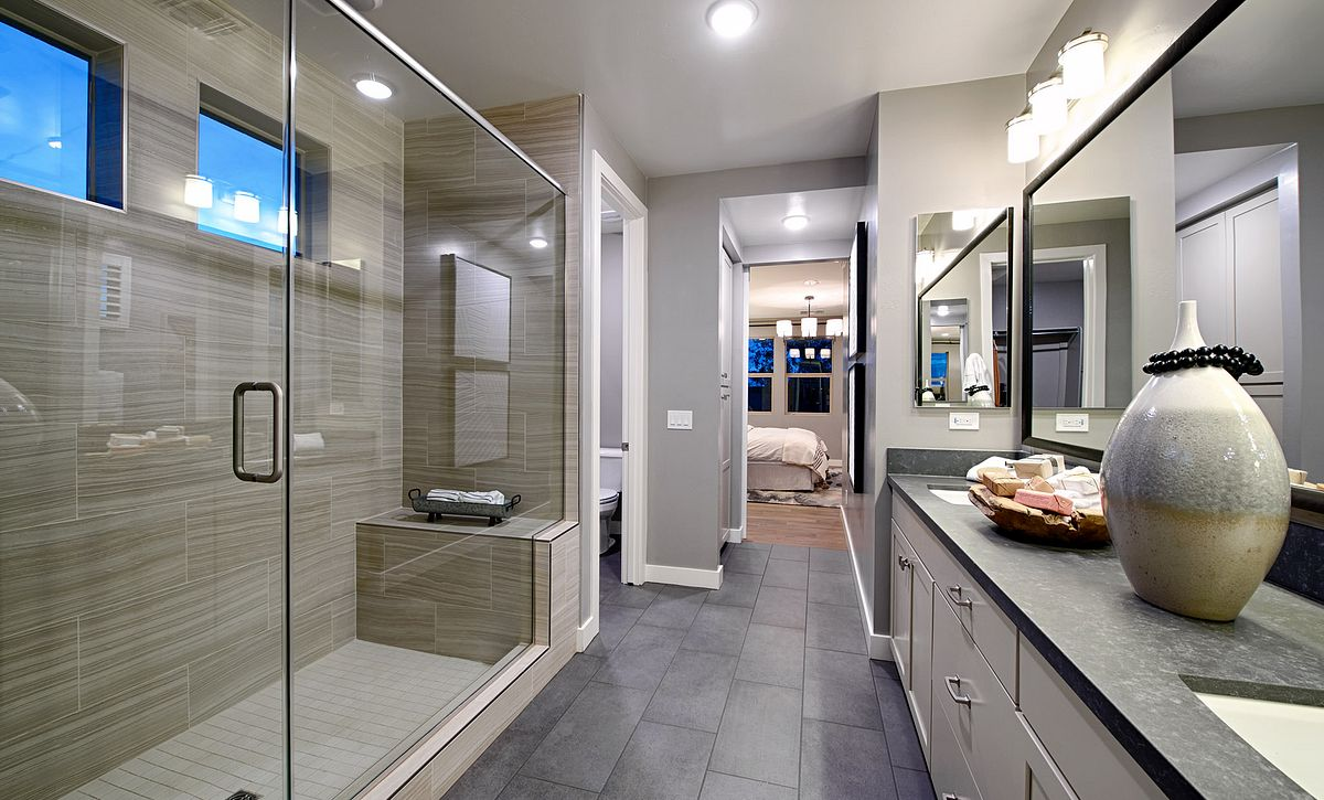 Plan 4014 Master Bathroom