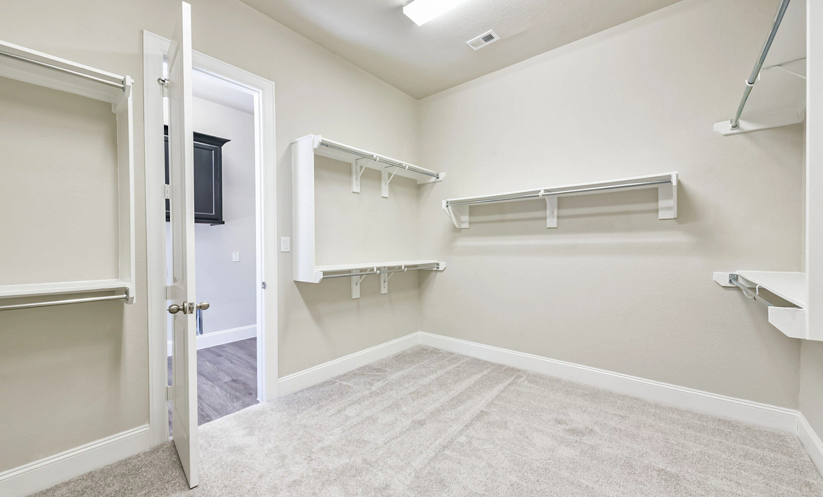 Plan 5050 Owner's Closet