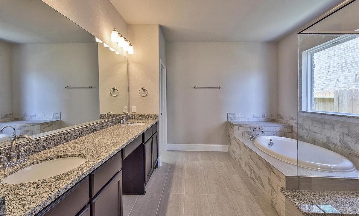 Plan 5019 Owner Bath