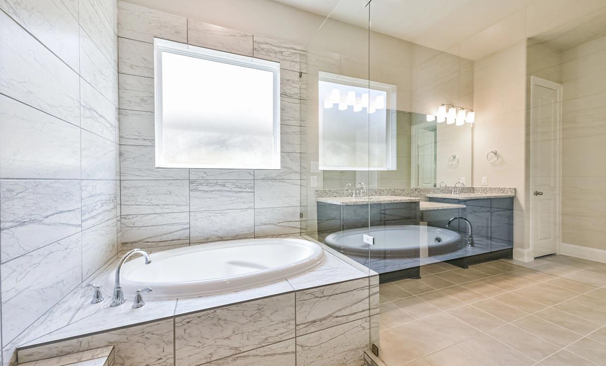 Plan 5050 Owner Bath
