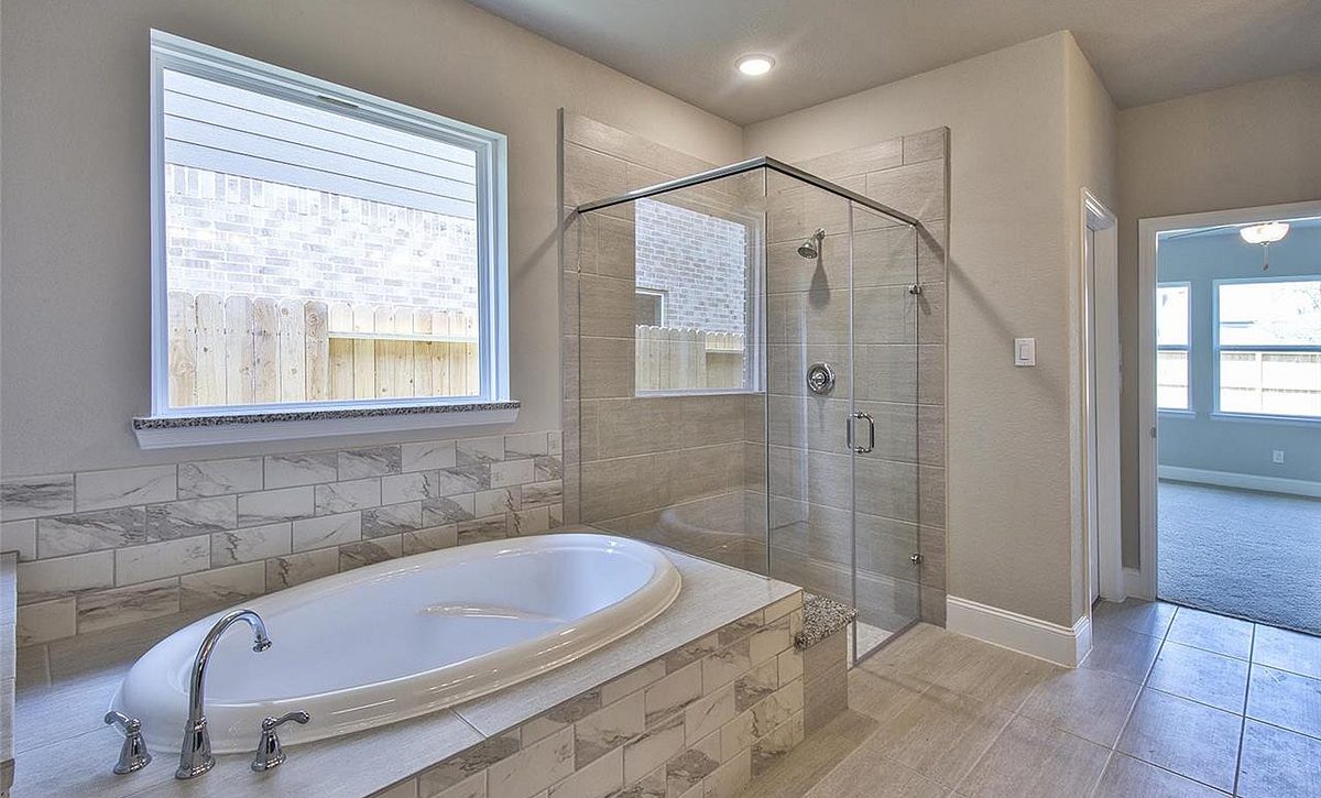 Plan 5019 Master Bath