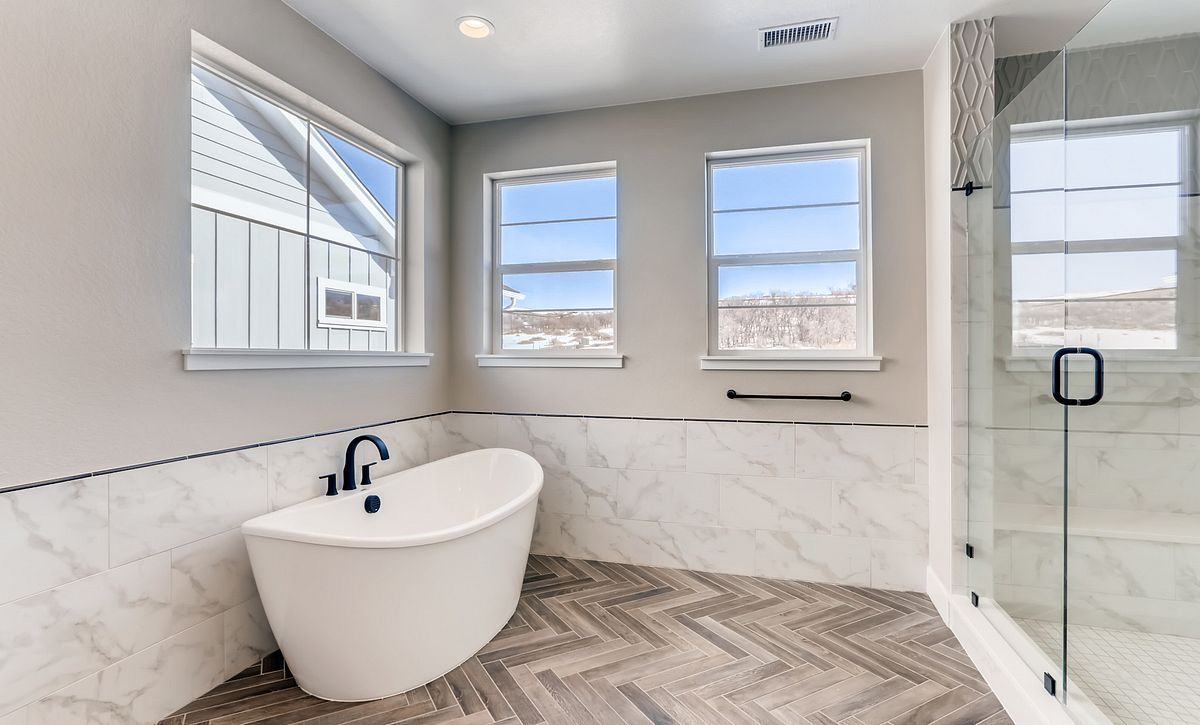 Canyons Luxe Weston Master Bath Tub and Shower