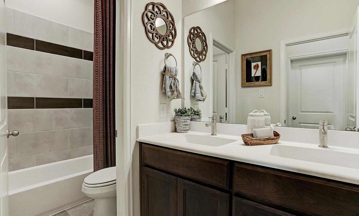 Del Bello Lakes Plan 4125 Bathroom 2