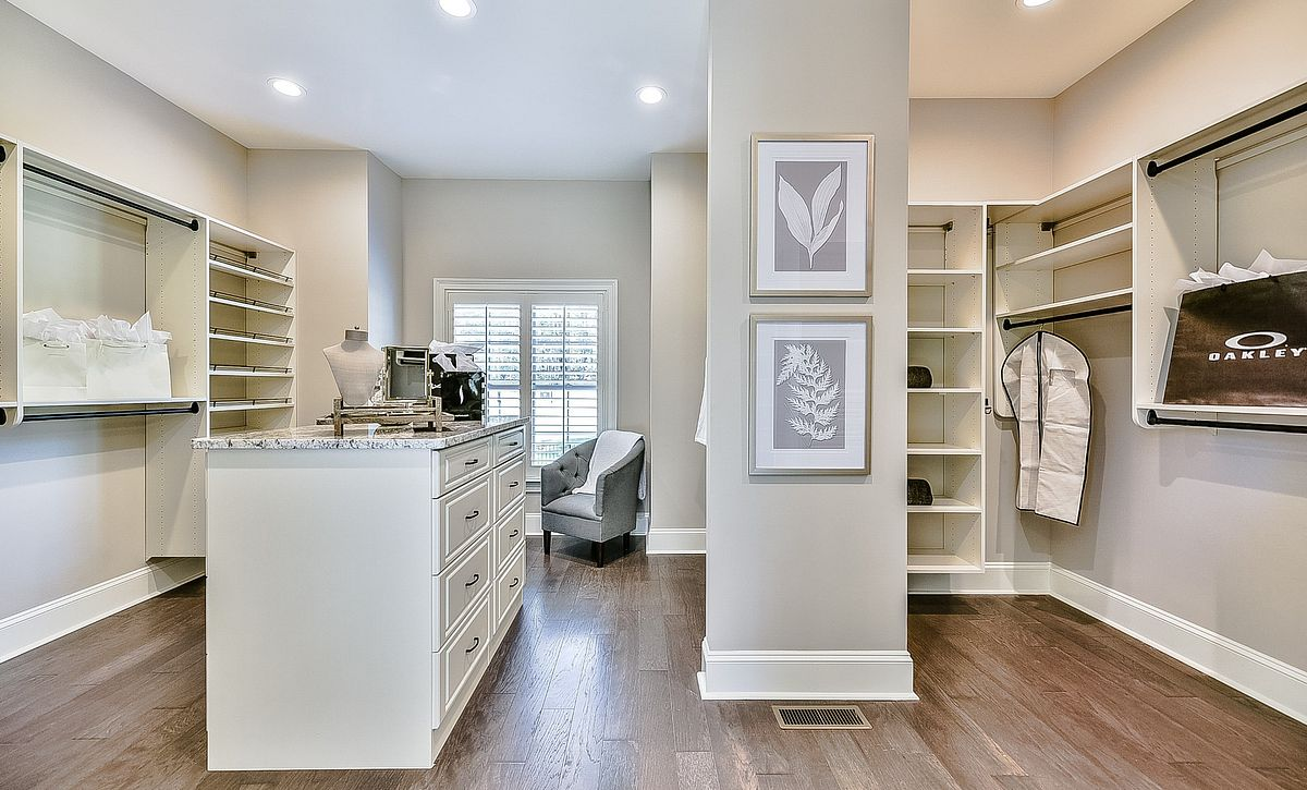 Grayson plan master walk-in closet