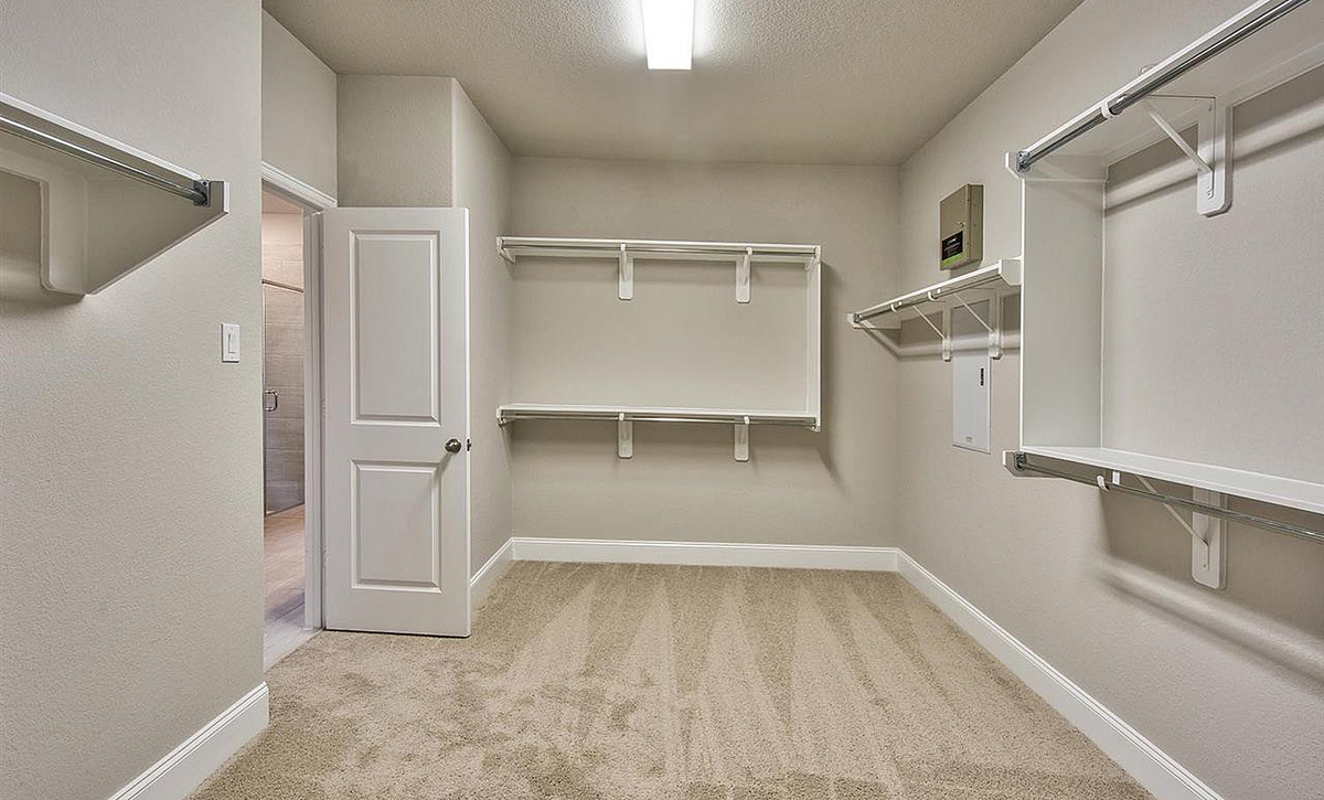 Plan 5019 Master Closet