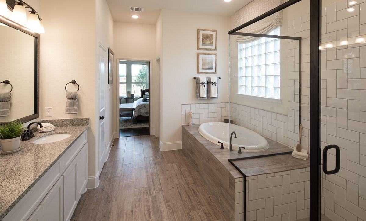 Plan 5118 Master Bath