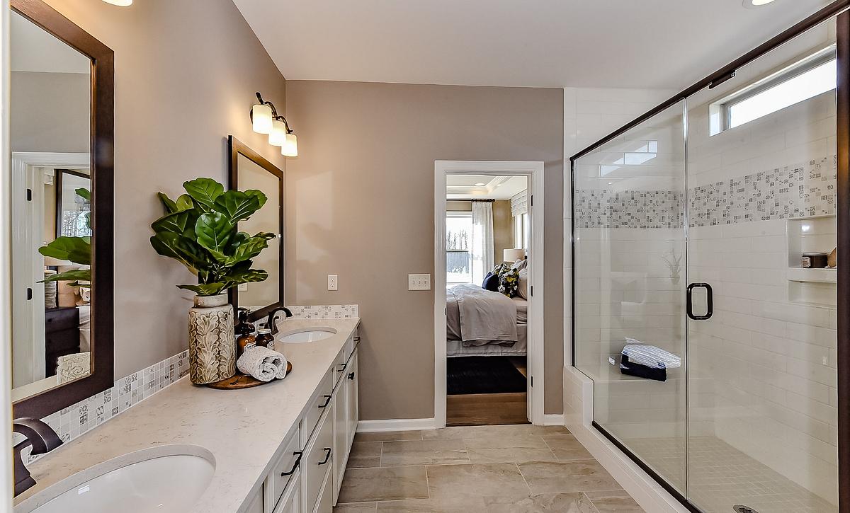 Everett plan Owner's Bath