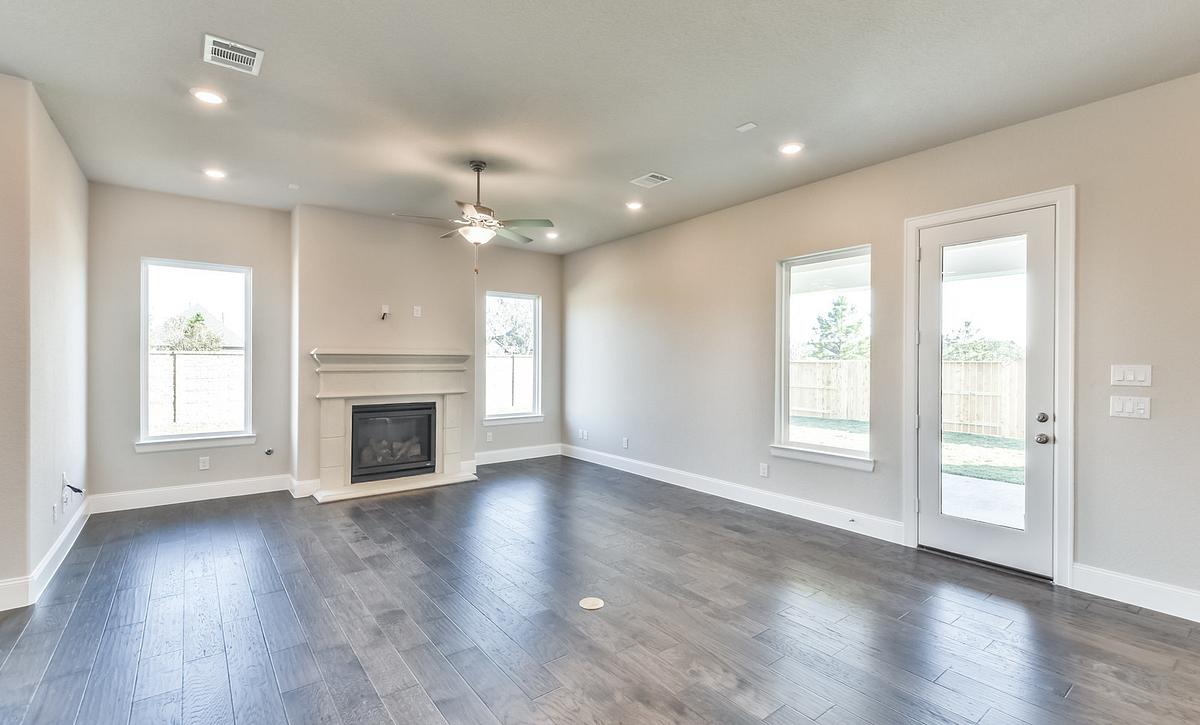 Del Bello Lakes 70 Plan 6060 Living Room