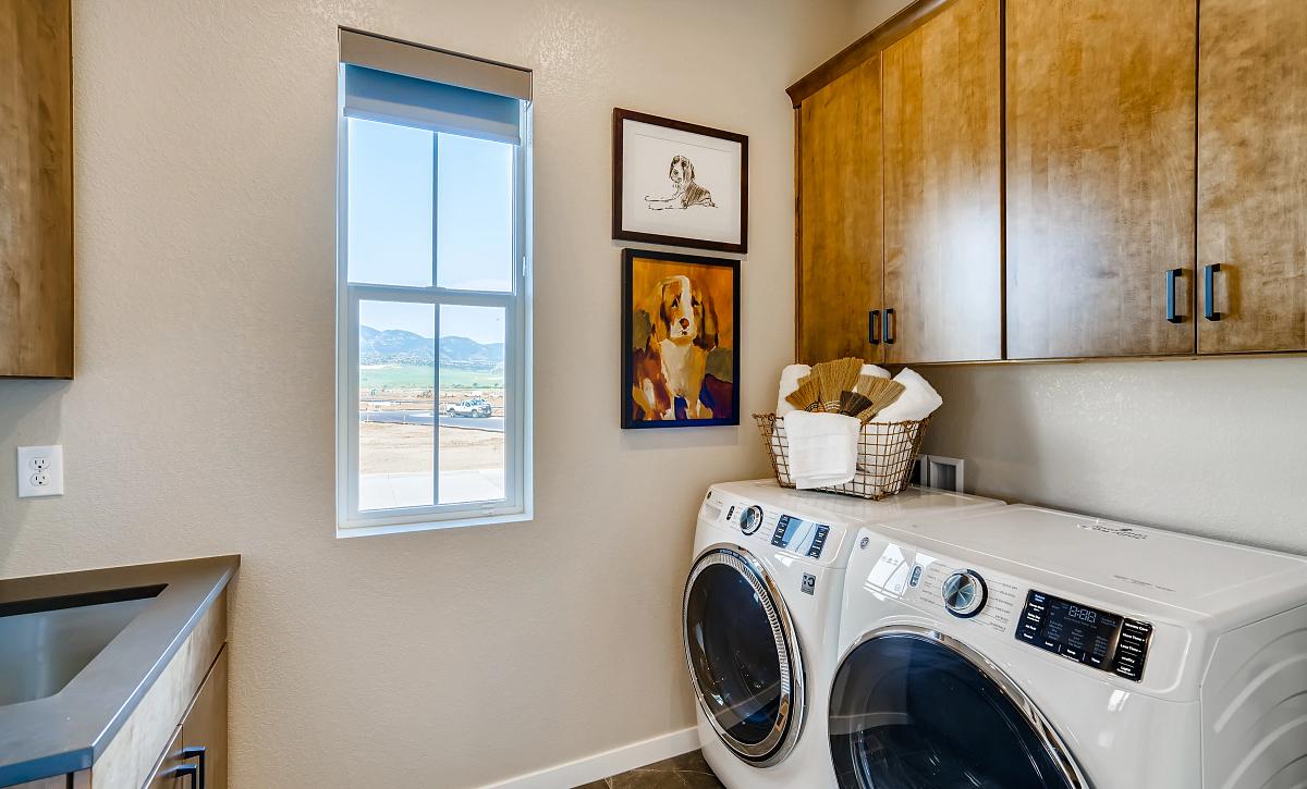 Solstice Horizon Amber Light Laundry