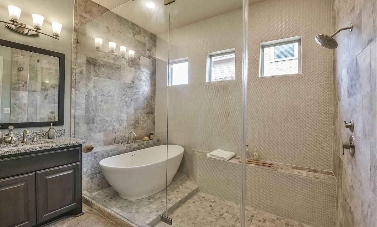 Plan 5023 Master Bath
