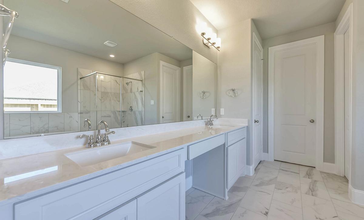Del Bello Lakes 60 Plan 5009 HS 4102 Primary Bathroom