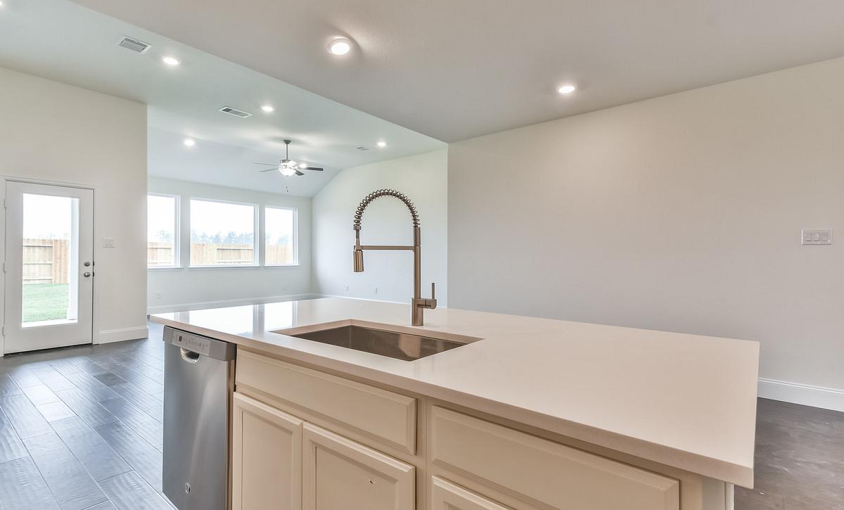 Del Bello Lakes 50 Plan 4059 Kitchen