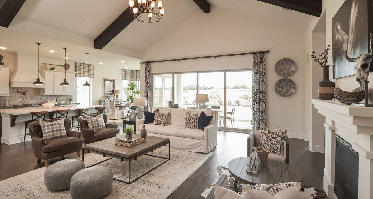 Spacious Great Room of the homes for sale plan 5118 in Sienna 60'