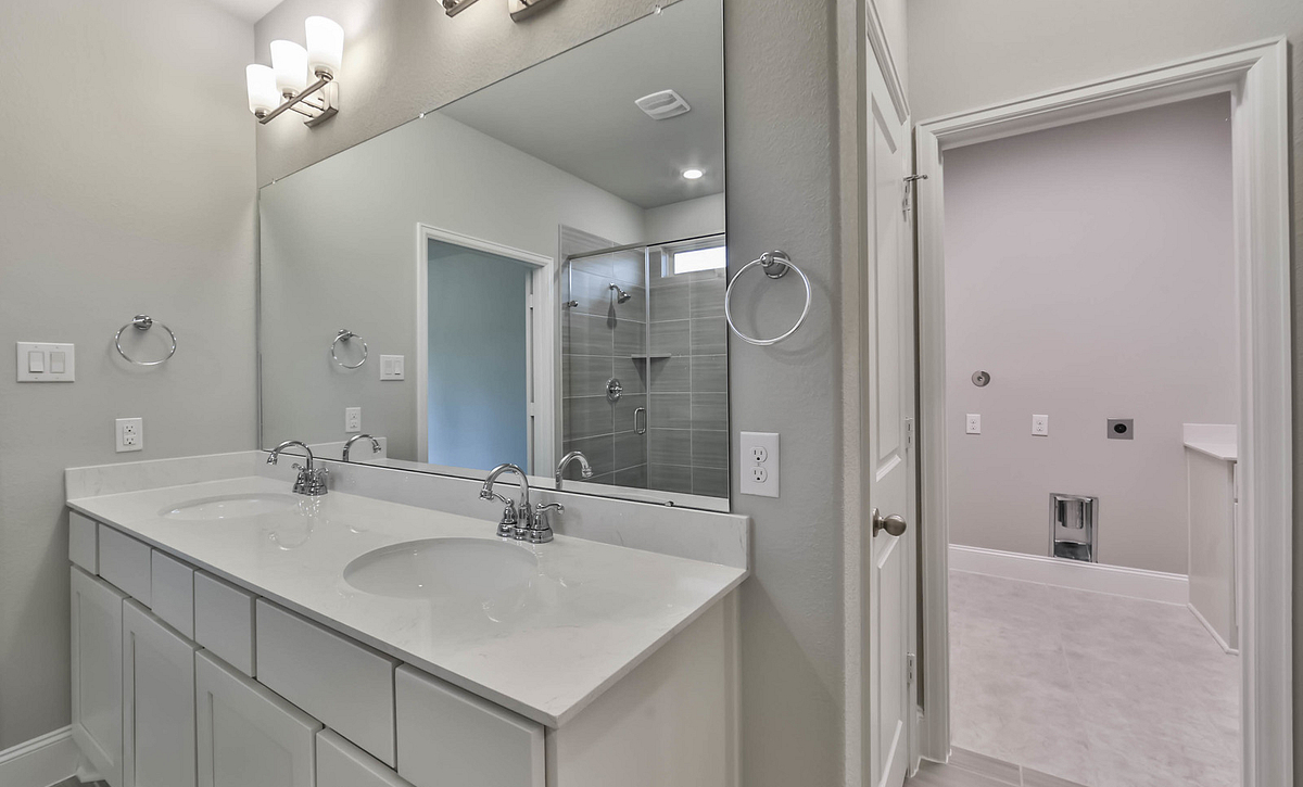 Plan 4019 Master Bath